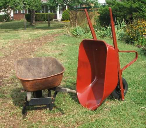 21aug-2007-wheelbarrow-shiny-new.jpg