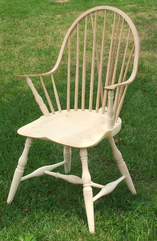 Charmant Continuous Arm Windsor Chair